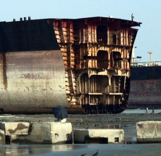 Shipbreaking Moves Off the Beach