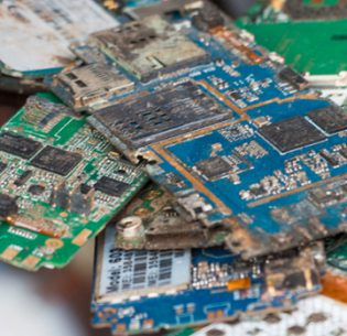 E-Waste Piles Proliferate in Asia_1