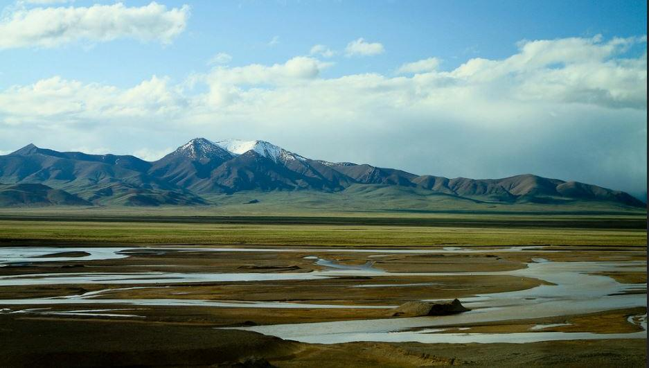 Part of the newly inscribed World Heritage natural site Qinghai Hoh Xil on the Tibetan Plateau (Photo by Mark Meng) Creative Commons license via Flickr