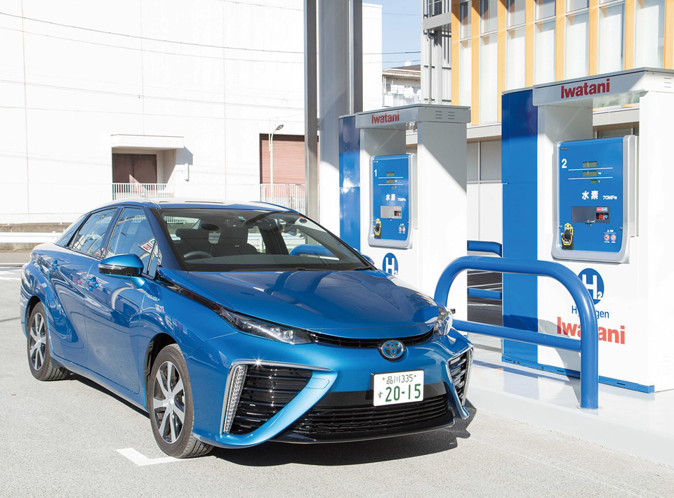 A Toyota Mirai fuel cell car is ready to take on fuel at an Iwatani hydrogen fueling station. (Photo ©Iwatani Corporation courtesy Government of Japan)