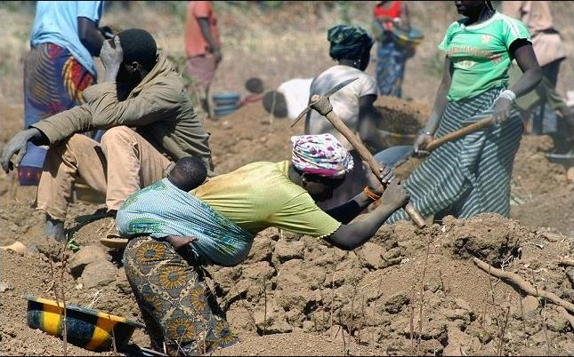 Artisinal miners in Zimbabwe endure punishing conditions in search of the precious stones. (Photo courtesy Zimbabweland) Posted for media use