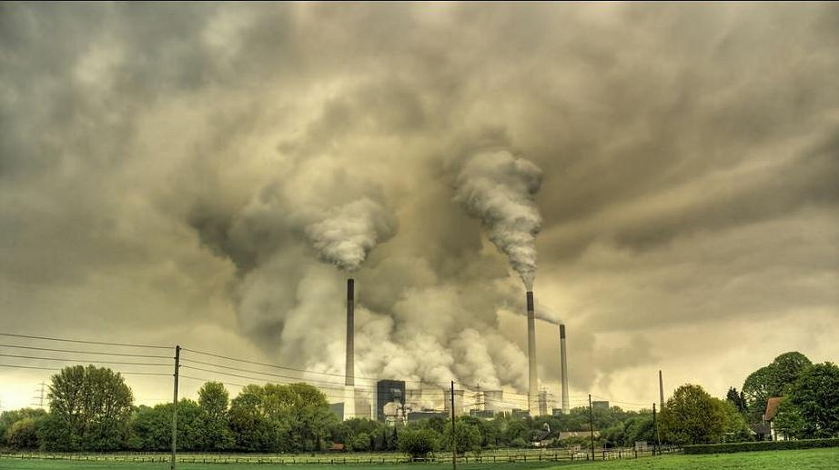 One of the largest coal-fired power plants in Europe is owned by Uniper SE in the Scholven district of the city of Gelsenkirchen, Germany. (Photo by Guy Gorek) Creative Commons license via Flickr