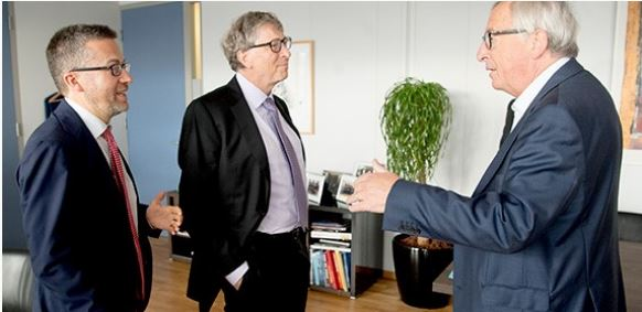 From left: Maroš Šefčovič, vice-president of the Commission for the Energy Union; billionaire co-founder of Microsoft and chair of Breakthrough Energy Ventures Bill Gates; European Commission President Jean-Claude Juncker, October 17, 2018 Brussels, Belgium (Photo courtesy European Commission) Posted for media use.