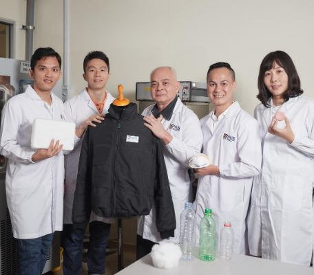 A team led by researchers from the National University of Singapore has found a way to turn plastic bottle waste into ultralight polyethylene terephthalate (PET) aerogels that can insulate against heat and absorb carbon dioxide. From left: Khac Duyen Le, Research Engineer, Department of Mechanical Engineering, NUS Faculty of Engineering (NUSFE); Leung Hoe Inn, Ryan, student, NUSFE; Professor Nhan Phan-Thien, NUSFE; Associate Professor Hai Minh Duong, NUSFE; Dr. Xiwen Zhang, Singapore Institute of Manufacturing Technology, Agency for Science, Technology and Research. 2018 (Photo courtesy National University of Singapore)