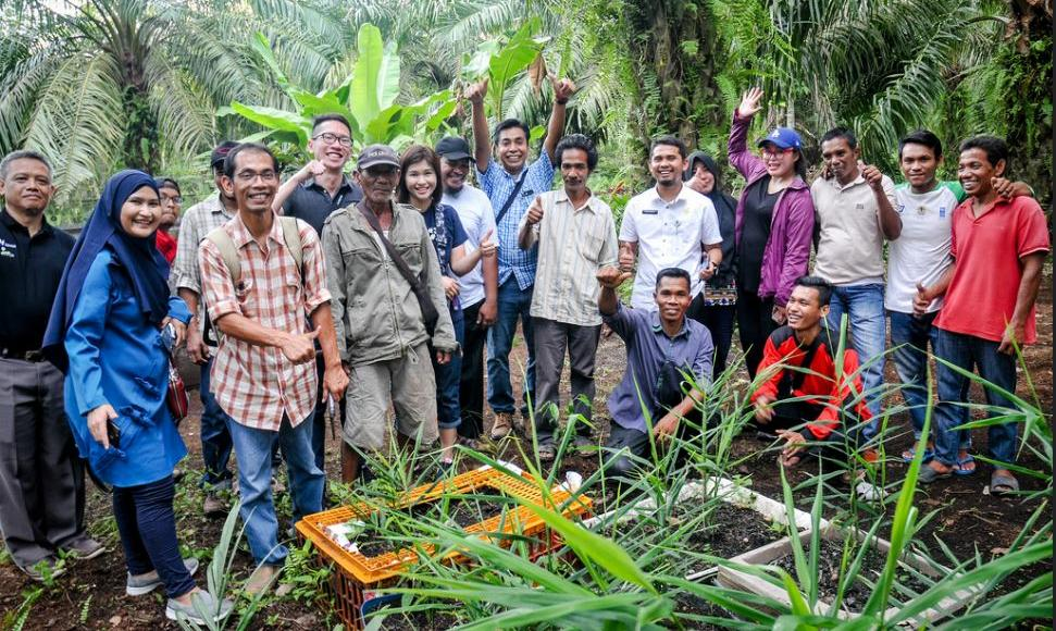 Community-based fire prevention and peatland restoration group in Bukit Kapur, Riau, Indonesia, September 19, 2018 (Photo by Pandam Prasetyo / Center for International Forestry Research) Creative Commons license.