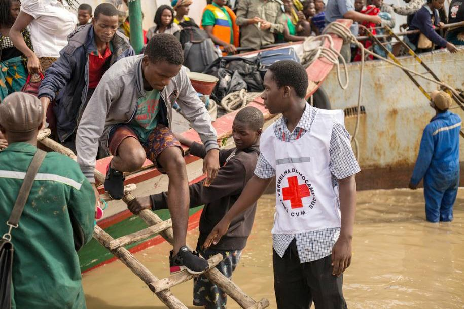 Red Cross workers assist evacuees from the seaside city of Beira on the Mozambican Channel after Cyclone Idai, March 21, 2019 (Photo by Denis Onyodi / IFRC/DRK/Climate Centre) Creative Commons license via Flickr