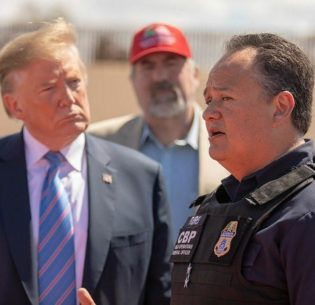 BorderTrumpOfficer