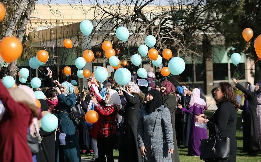 SyrianWomenBalloons