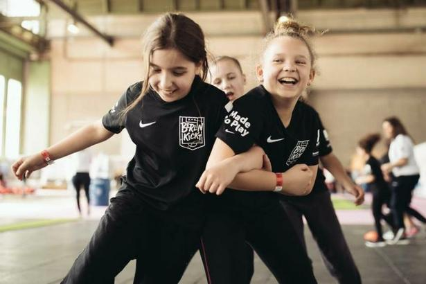 "The International Rescue Committee, the sports shoe company Nike, and the local organization buntkicktgut are offering ""Berlin Kickt,"" a soccer and education program aimed at bringing local and refugee children together. Berlin Kickt coaches, many with a refugee or migration background, run weekly sessions and activities in five primary schools across Berlin. April 2018 (Photo courtesy International Rescue Committee) Posted for media use."