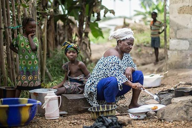 Hanna, a founding member and activist of MALOA (Malen Land Owners and Users Association) is preparing dinner in the kitchen of her home in Sahn Malen, Sierra Leone, West Africa, where there is no electricity or running water. December 12,2015 (Photo by FIANBelgium) Creative Commons license via Flickr