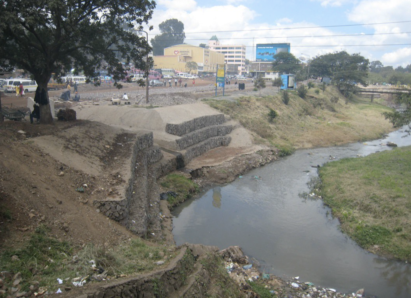The Nairobi River looking west as it flows through the city, October 30, 2007 (Photo by yusunkwon) Creative Commons license via Flickr